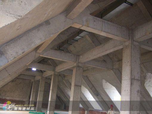 柱.梁.支撑等.的制作.钢结构制作的基本元件大多是热轧型材和板材.